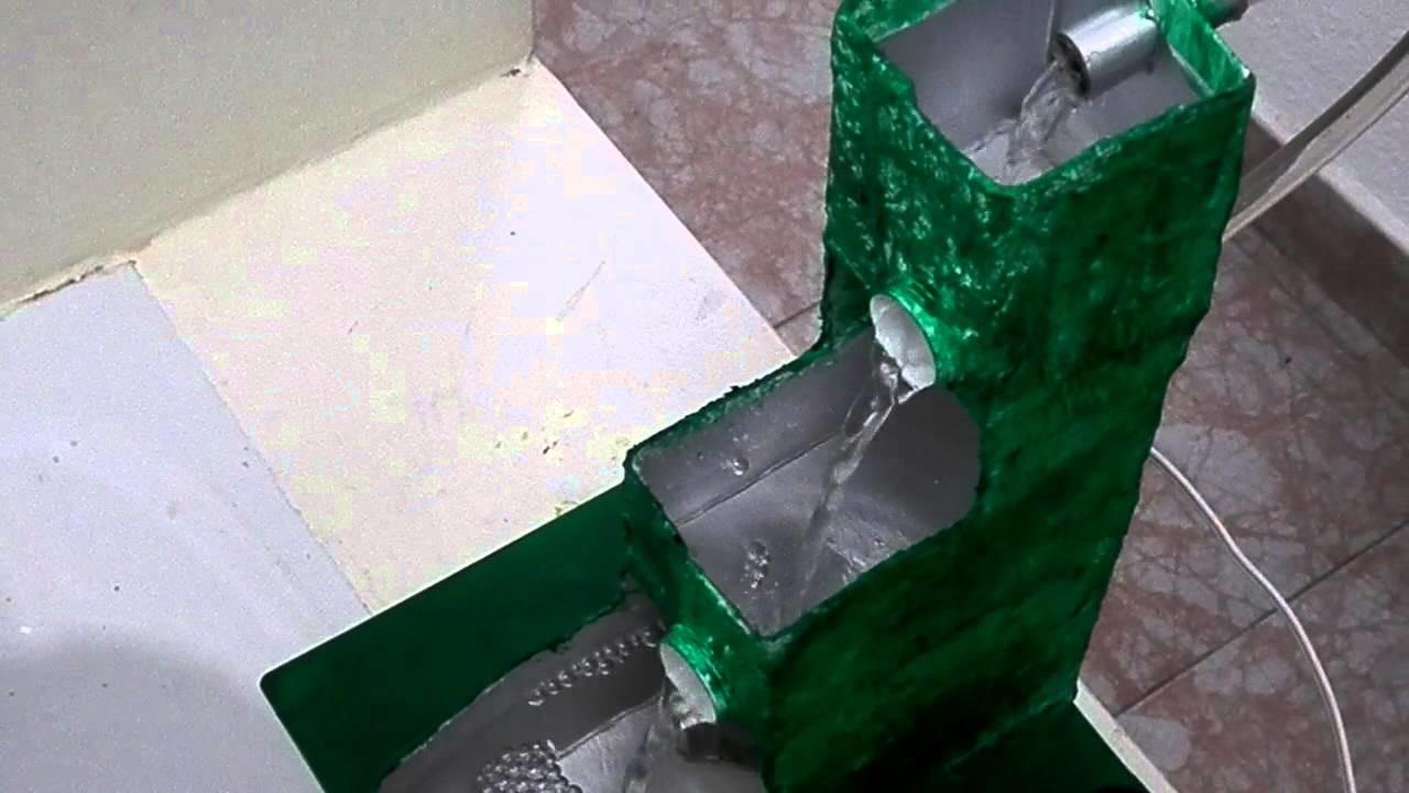 Fuente con bomba de agua usando material de reciclaje