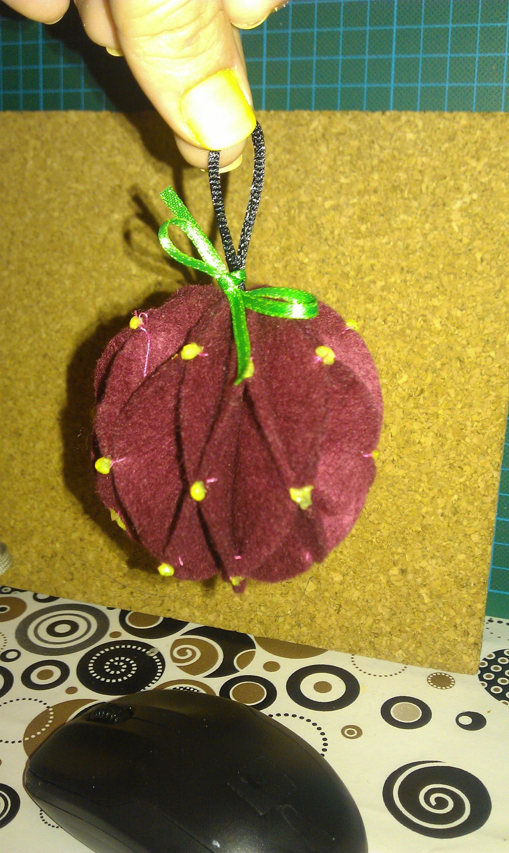 4º Adorno navideño, bola de fieltro para el arbol. Felt Christmas ball