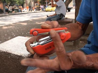 Tecnología de calle: máquina de coser portatil