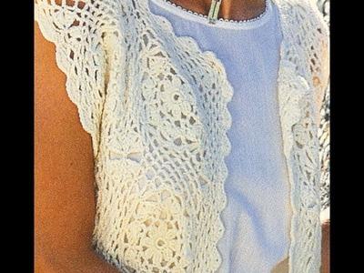 Chaleco con rosetas a crochet