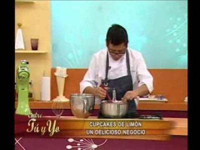 Preparando cupcakes de limón
