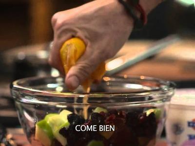 Chiles Anchos Rellenos de Frutas con Salsa de Nuez y Yogurt