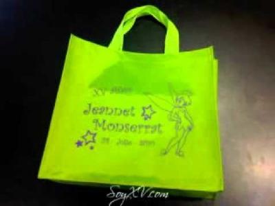 Bolsas en tela con cintilla tipo canasta para recuerditos en bodas y eventos especiales.