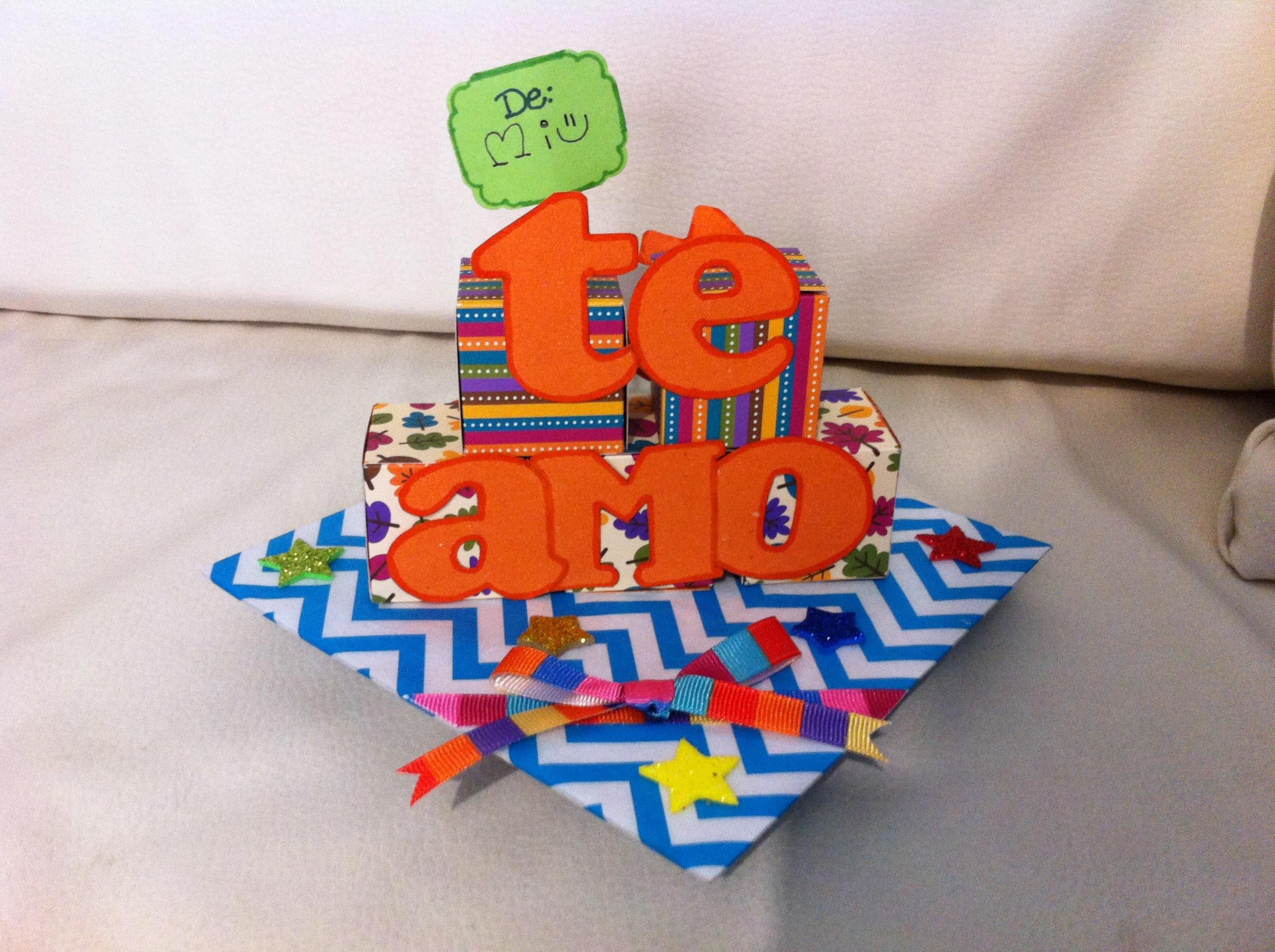Regalo fácil, rápido y original: Mensaje en pirámide de papel (scrapbook,  DIY)