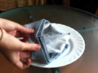Servilletas decorativas: cómo doblar una servilleta al estilo sombrero de cardenal