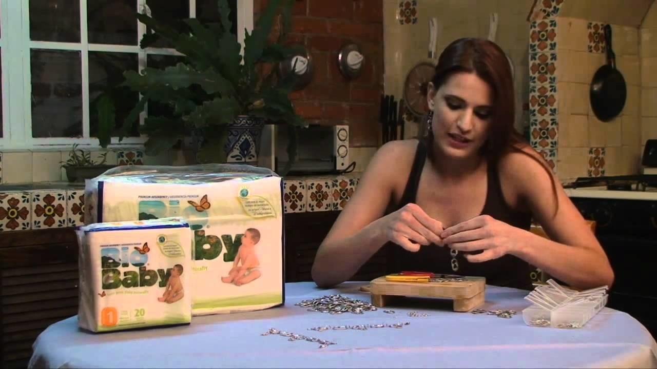 Cómo hacer una pulsera y pendientes a juego con broches de lata