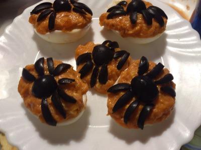 Huevos rellenos con arañas | facilisimo.com