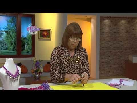 Mónica de Grau - Bienvenidas en HD - Hace un collar con tiras de cuero.