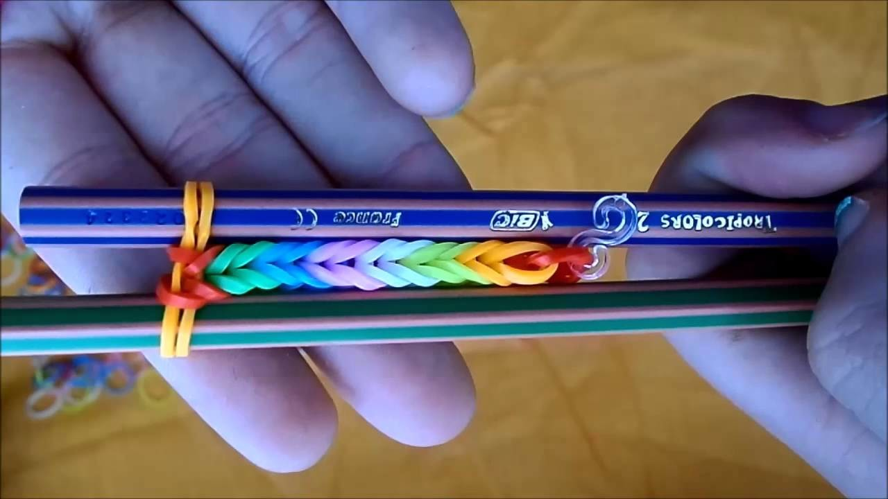 DIY Rainbow Loom | Pulsera de gomitas (SIN TELAR)