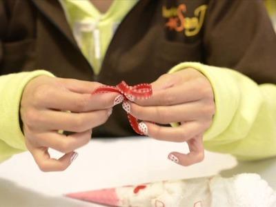 Conos de helados hechos con toallitas faciales para regalar el 14 de febrero