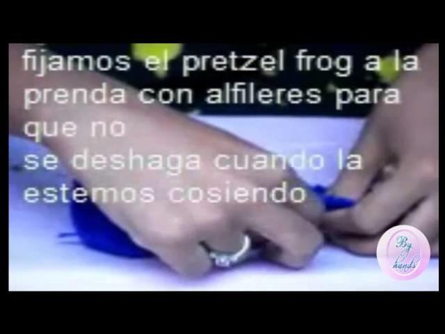 Hermoso i-cord pretzel frog (detalle tejido)