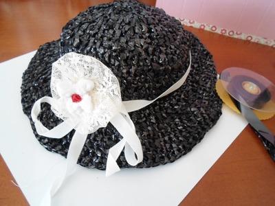 Sombrero tejido con material reciclado.