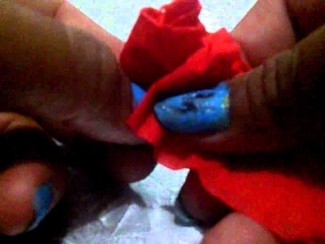 Rosas hechas con papel crepe