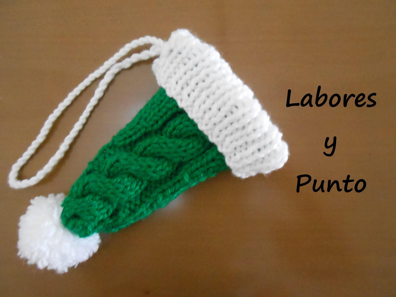Aprende a tejer un gorrito de adviento para decorar el hogar en Navidad en dos agujas