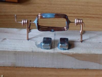 Motor eléctrico simple de corriente continua. Construcción y Explicación Teórica con Modelación