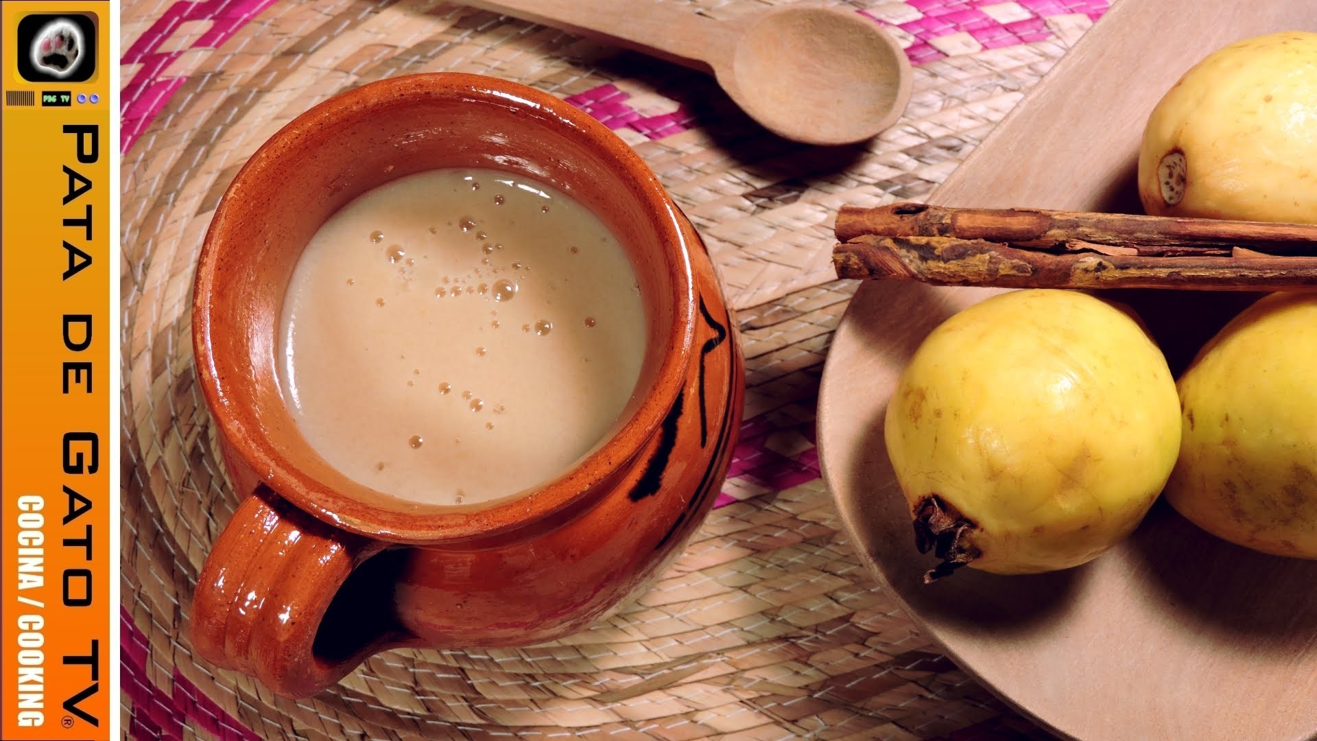 Atole de guayaba, fácil. Easy guava light beverage.