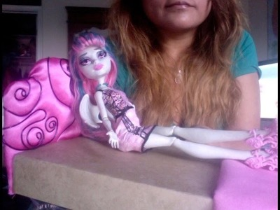 Como hacer una cama inspirada en Rochelle Goyle Monster High.