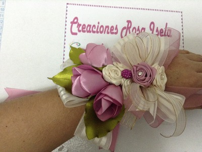 Corsach para quinceañera o graduación  elaborado con rosas de liston