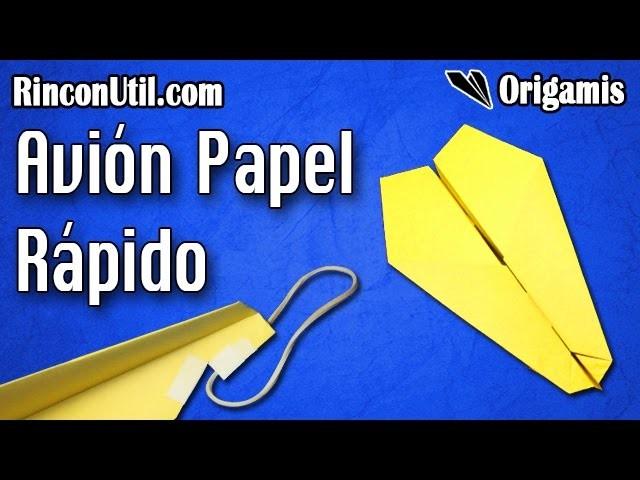 Avion de papel que vuela rapido