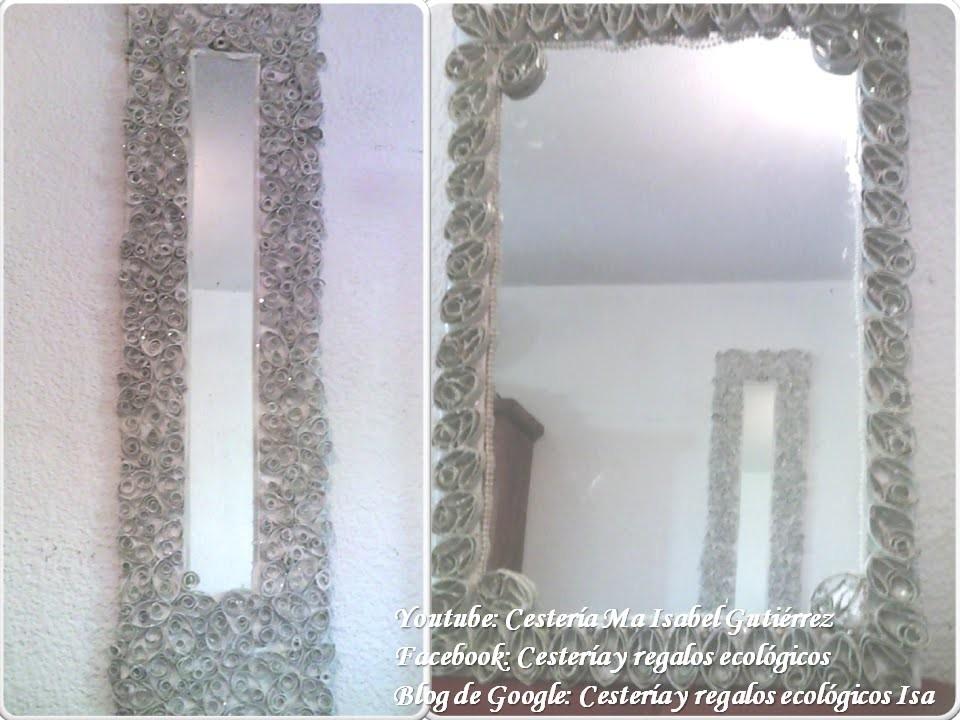 Espejo decorado con tubos de cartón higiénico