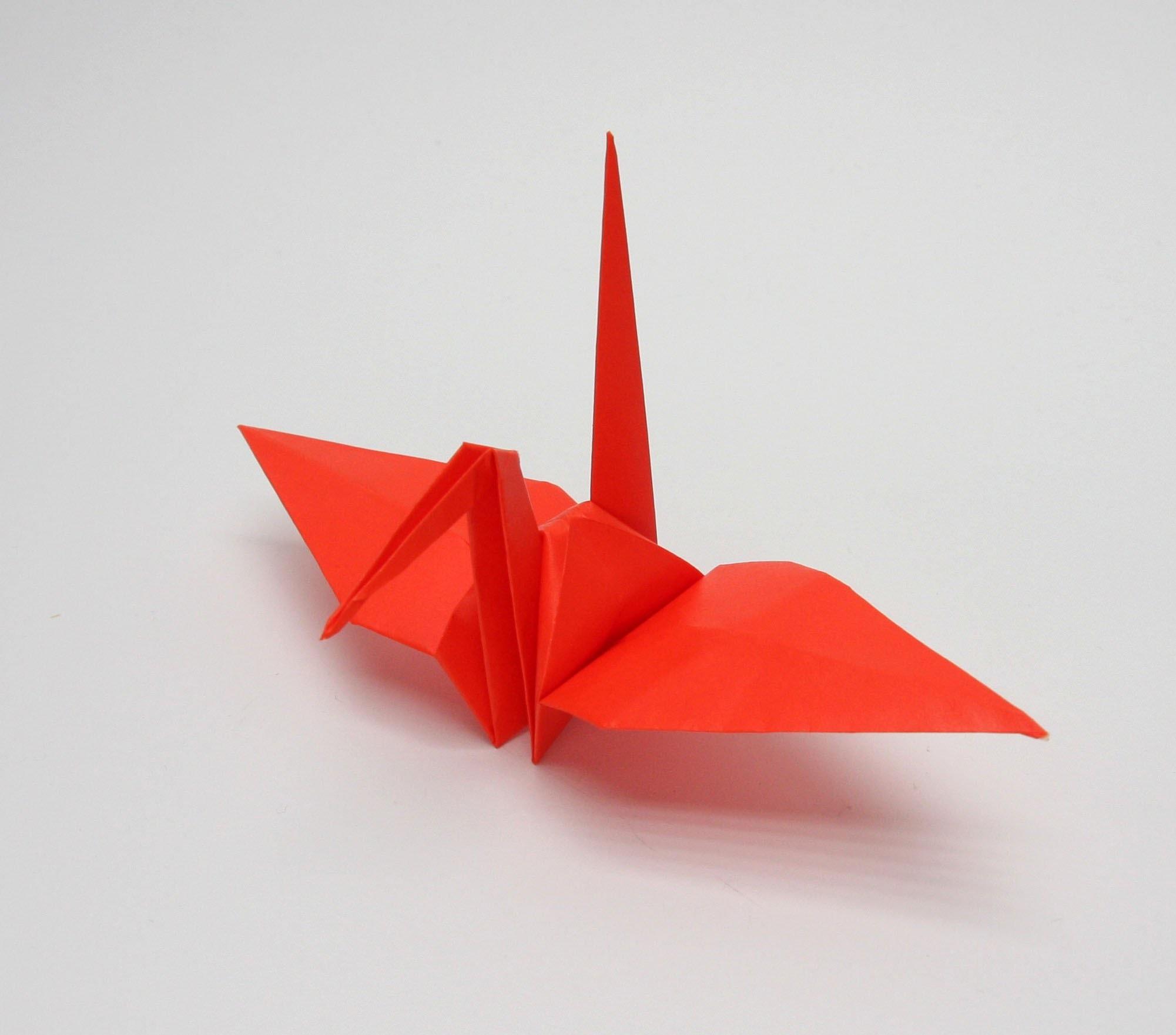 ¡Vamos a hacer origami! Tradicional ave tsuru de Japón