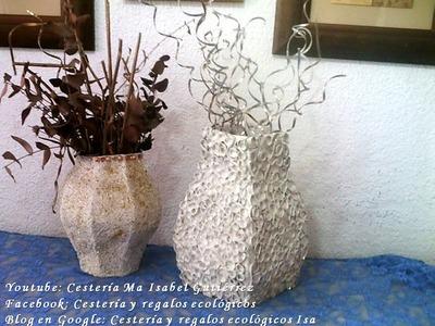 JARRÓN DE CARTÓN. Vase made of cardboard