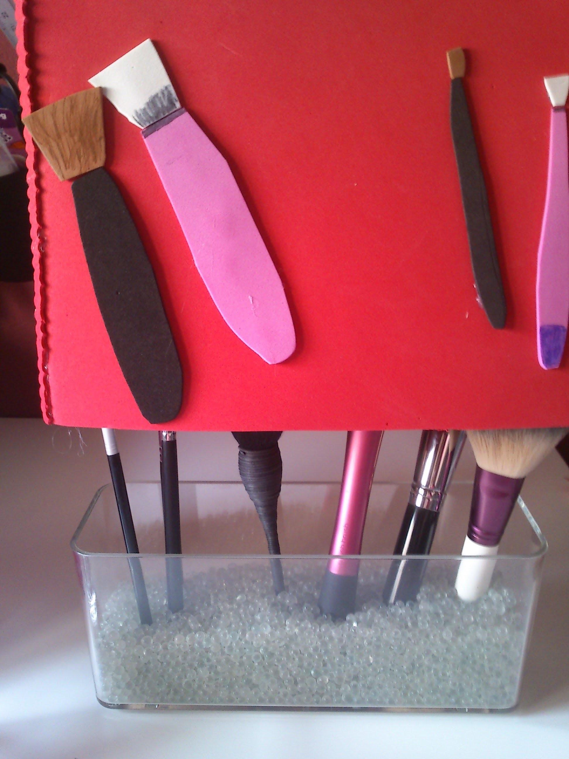DIY: Cubre brochas hecho  de goma eva
