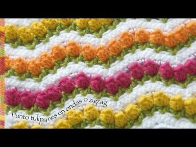 Campo de tulipanes tejidos a crochet o punto tulipanes en  ondas zigzag.  incluye diagrama!