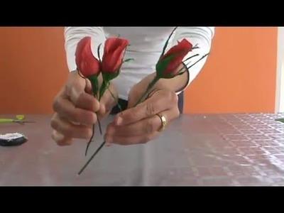 Botón de rosas de papel crepe