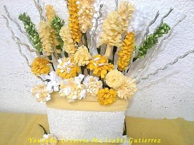 Como hacer un arreglo floral con material reciclado. DIY