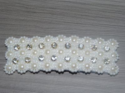Como decorar ganchos o pinzas con media perla  y strass. Ganchos decorados