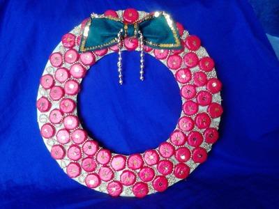 Corona navideña reciclaje de corcholatas y bolsas plasticas