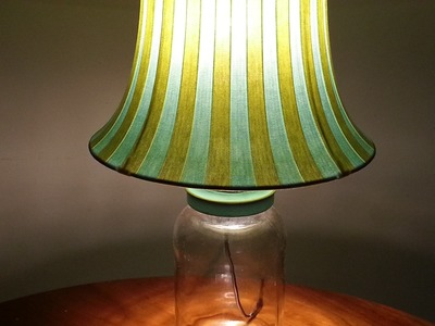 RECICLAJE. LAMPARA DE MESA CON ENVASES DE VIDRIO. RECYCLED GLASS LAMP