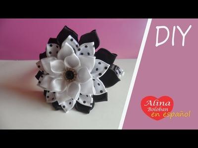 La diadema con flores para el Día de los Conocimientos el 1 de septiembre