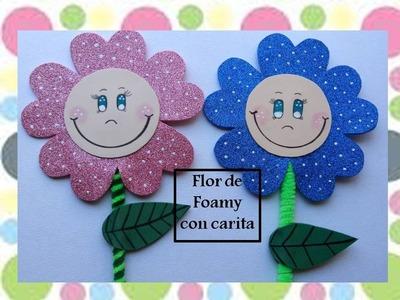 Flor de foamy con carita sonriente