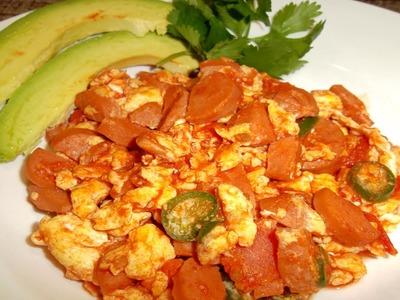 Salchicha con huevo en salsa de tomate receta- Complaciendo Paladares