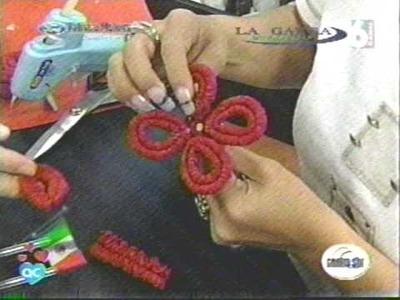 Papel Crepé Corrugado flores en rojo