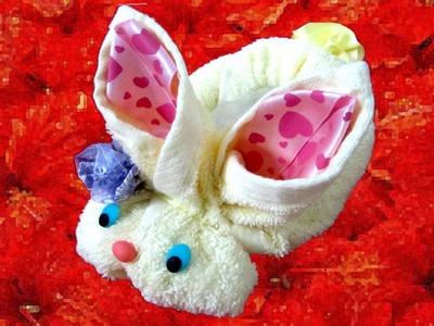 Manualidades baby shower conejito de toallas y cintas