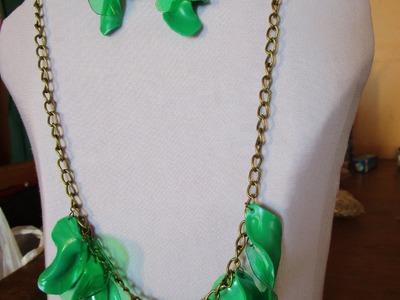 Collar de botella plástica en cadena