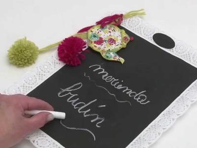 Como aplicar laminas de decoupage y pintura para pizarron sobre plastico? Eq Arte