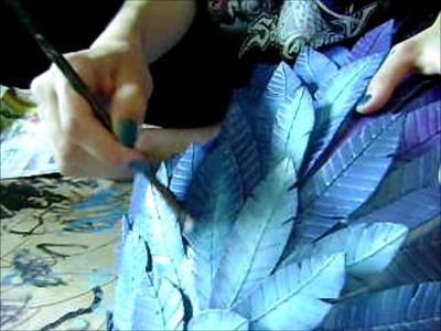 Pintando una de las alas grandes de Gwendolyn