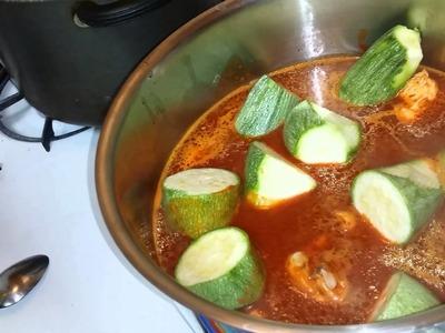 Pollo en chile guajillo con calabazas