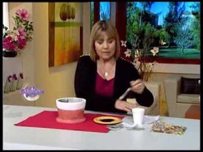 Silvina Buquete - Bienvenidas TV - Crea un portamacetas en cartapesta.