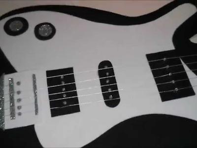 Guitarra de carton y foami