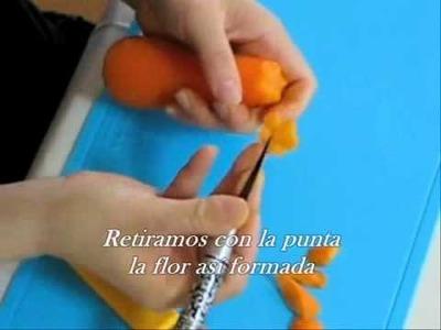 Como tallar una zanahoria y obtener flores primera parte.wmv