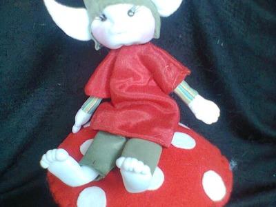 Duende sentada sobre hongo. elf on mushroom. proyecto 194