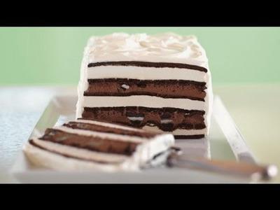 Pastel helado de galletas y cobertura de chocolate
