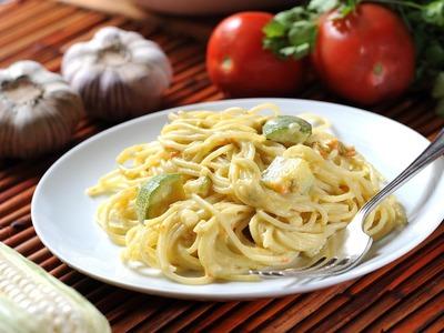 Spaghetti en crema de flor de calabaza con calabacitas y elote