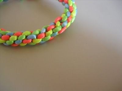 Como hacer pulseras redondas de hilos de plástico o cola de ratón [Fácil]
