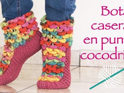 Botas de casa tejidas a crochet en punto cocodrilo